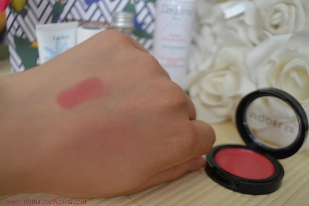 BirchBox Aout 2016 Viva Brazil Contenu Code Promo - Ma selection de produits - Crème Rouge de chez Model co Just Peachy Swatch mains
